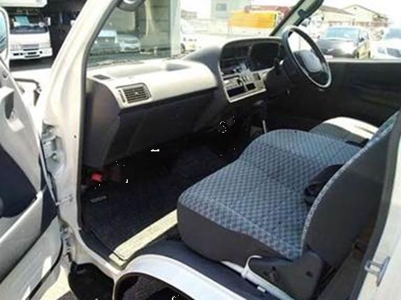 Toyota Hiace Commuter full